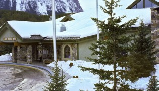 Lake-Louise-Inn_slide-01