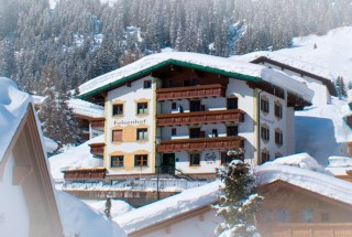 Hotel-Felsenhof-in-Lech